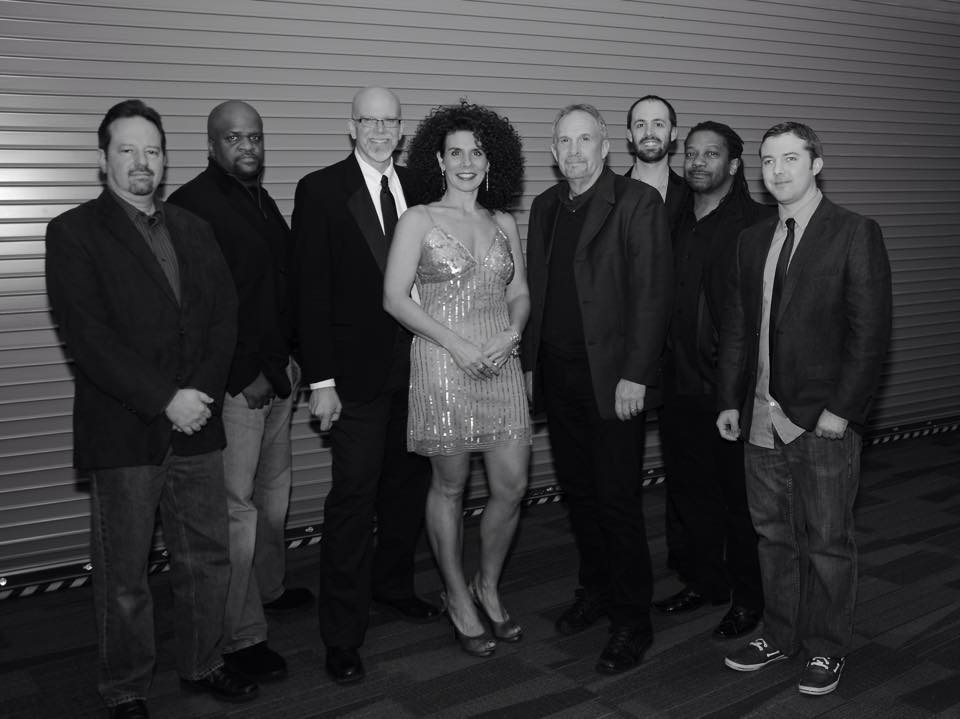 8 members of Soul Kitch'n standing together