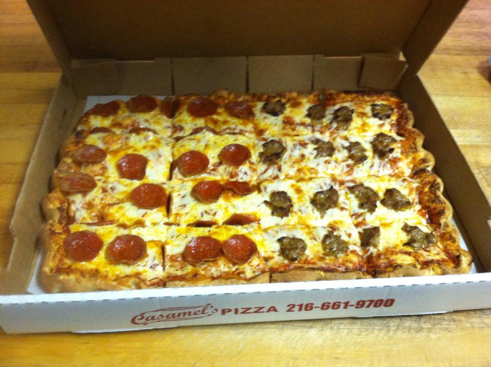 An image showing the customizability of Casamel's pizza.