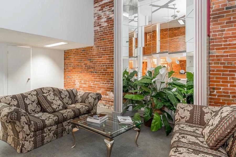 552 S Pearl Street Living Room