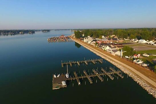 Buckeye Lake during the day.