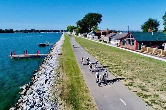 People biking on the path by Buckeye Lake.