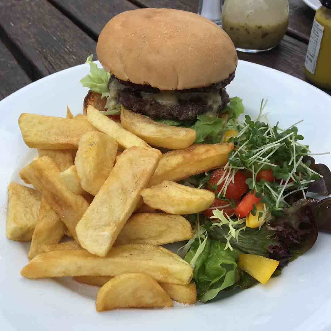8oz Burger with Chips and Salad