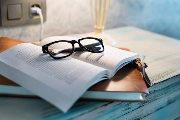 4 Classic Books Every Job Searcher Should Read | Packaging Blog | stack of books and glasses