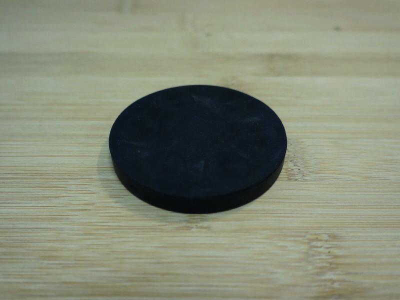 Base magnétique antigliss néodyme caoutchouc noir face aimanté