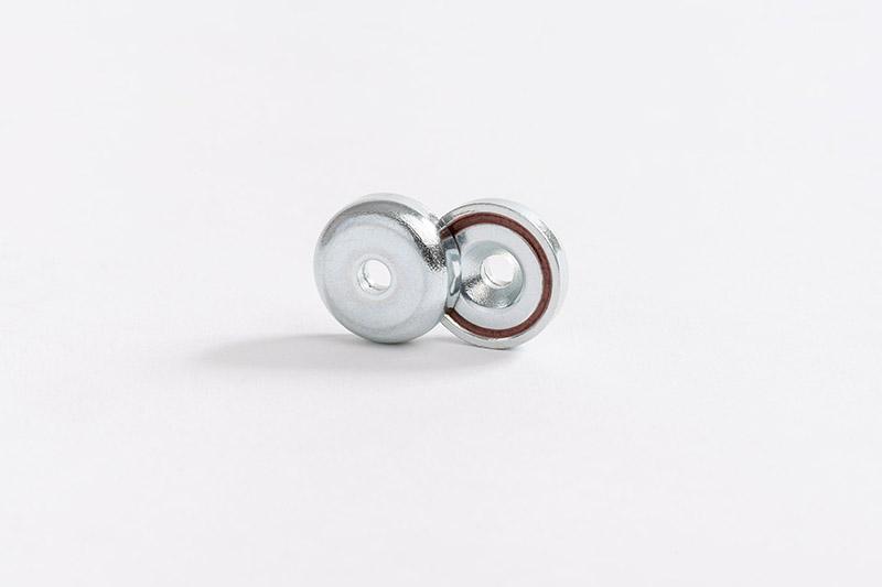 Base magnétique néodyme avec trou conique vue face carcasse ne fer 2 vues