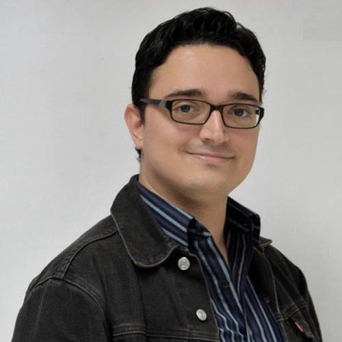 Andres Mora fundador de Agua Tibia