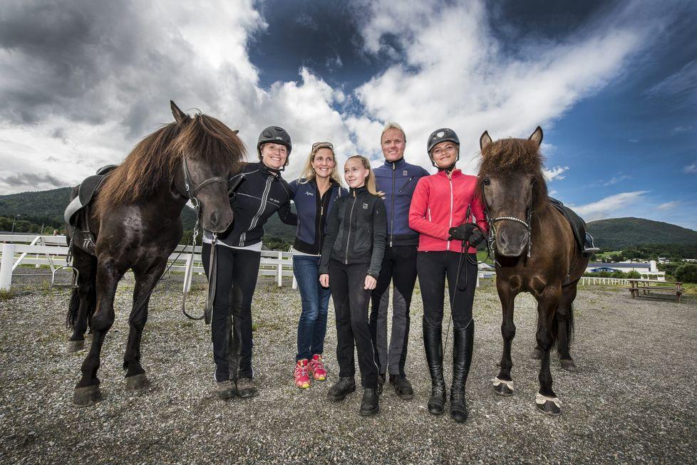 Ryttere fra VIHF til landslaget 2016 (Elisabeth Sylte, Agnes Helgadottir, Amanda Waagan, Stian Pedersen og Ingrid Marie Larsen)