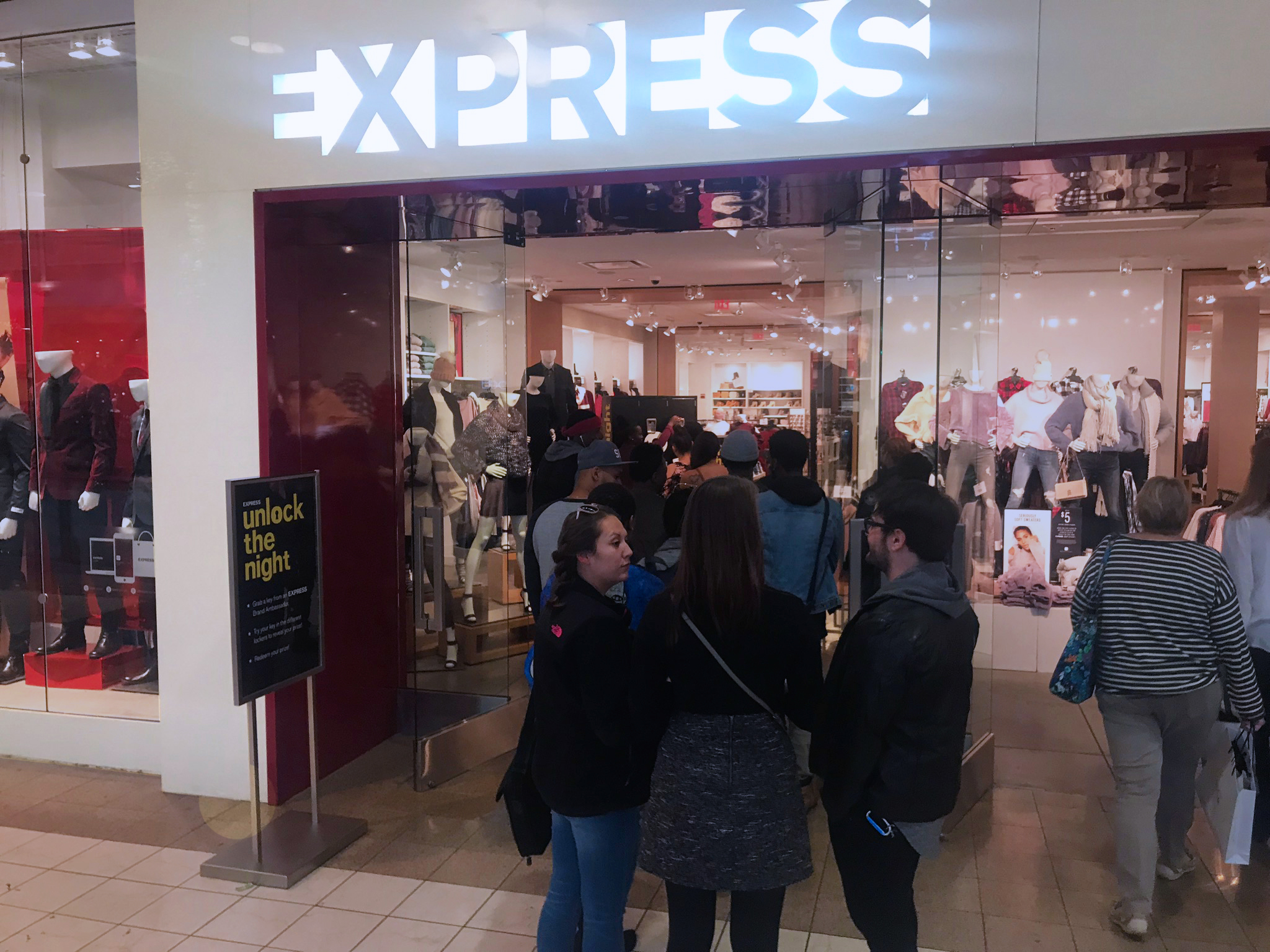 EXPRESS Crowded Store