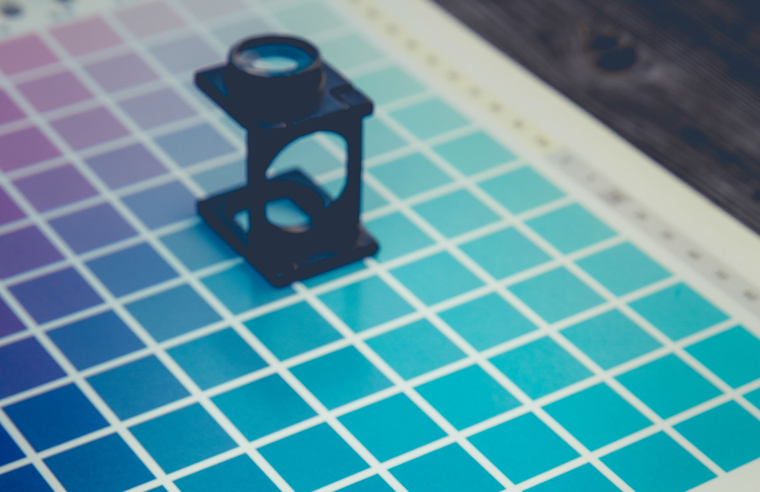 Color chart - Difference in CMYK vs Pantone Colors