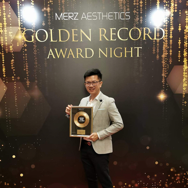 A big congratulations to Dr Ivan Puah who received the 2019 Accelerated Growth Award from Merz Aesthetics Singapore!