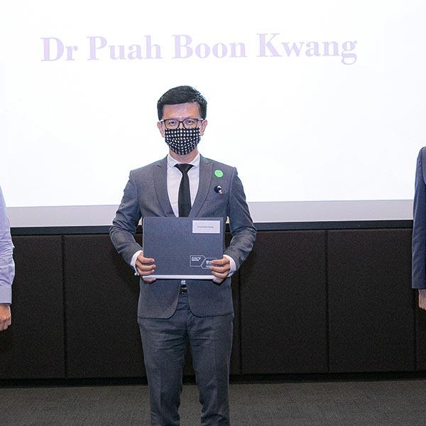 Dr. Ivan Puah receiving his Graduate Diploma in Sports Medicine from Lee Kong Chian School of Medicine - NTU.