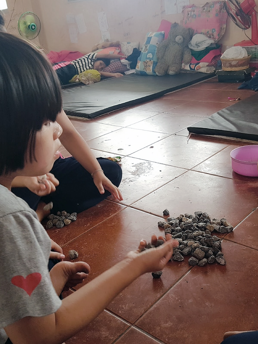 Guess what these children are doing? They are using real stones to play the long-forgotten 5-stones unlike most of their contemporaries elsewhere in the world who usually find forms of entertainment in an iPad or smartphone.