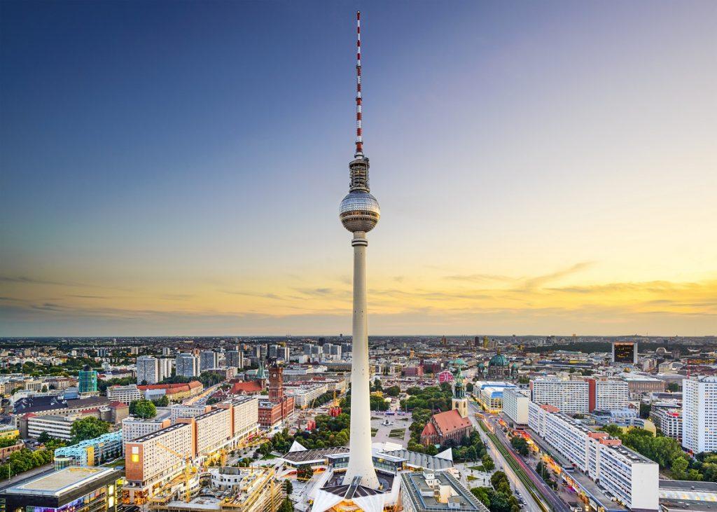 """Toits de la ville de Berlin à Alexanderplatz.  <a href = """"https://depositphotos.com/stock-photos/berlin.html?qview=58358399"""" rel = """"noopener noreferrer"""" srcset ="""