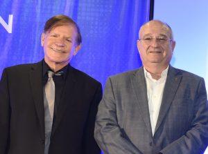 Moshe Yanai (Ã  gauche) et le professeur Peretz Lavie (Ã  droite)