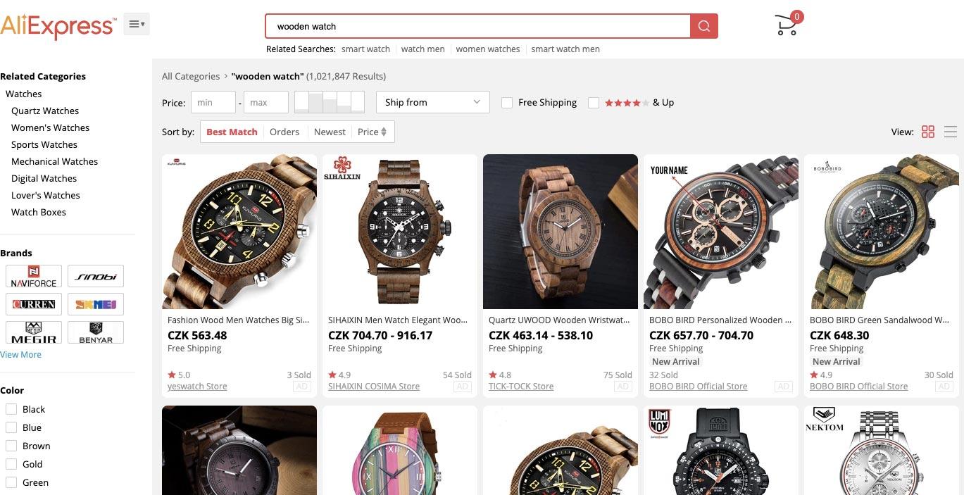 """Nabídka dřevěných hodinek z AliExpressu, která se nám ukázala po zadání hledaného výrazu """"wooden watch""""."""