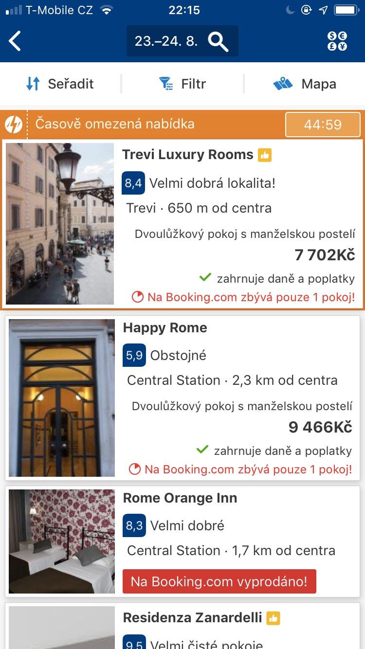 Náhled hledání ubytování v mobilní aplikaci Booking.com v Římě - ubytování jsou zalistována pod sebou a obsahují fotku.