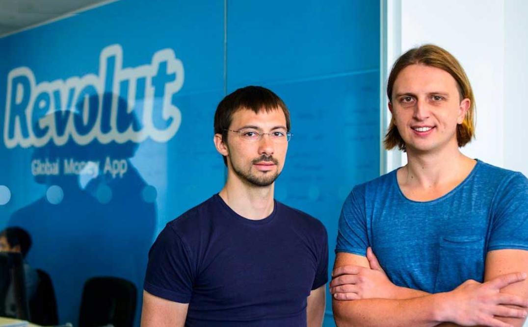 Zakladatelé Revolutu Nikolaj Storonskij a Vlad Yatsenko na fotografii pořízené v sídle firmy.
