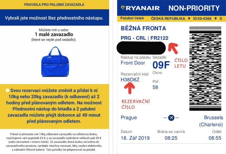 Boarding pass od Ryanairu, na kterém najdeme údaje jako rezervační číslo nebo číslo letu. Na obrázku na ně míří červená šipka