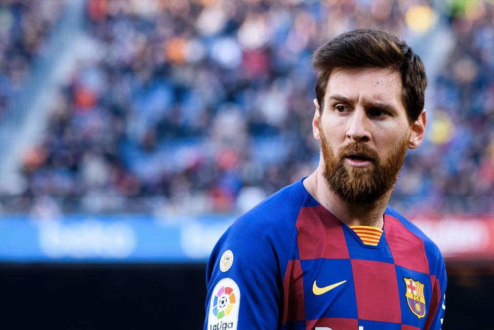 Argentinský fotbalista Lionel Messi. Jeho roční plat v Barceloně dosahuje velikosti 1,3 miliard korun ročně.