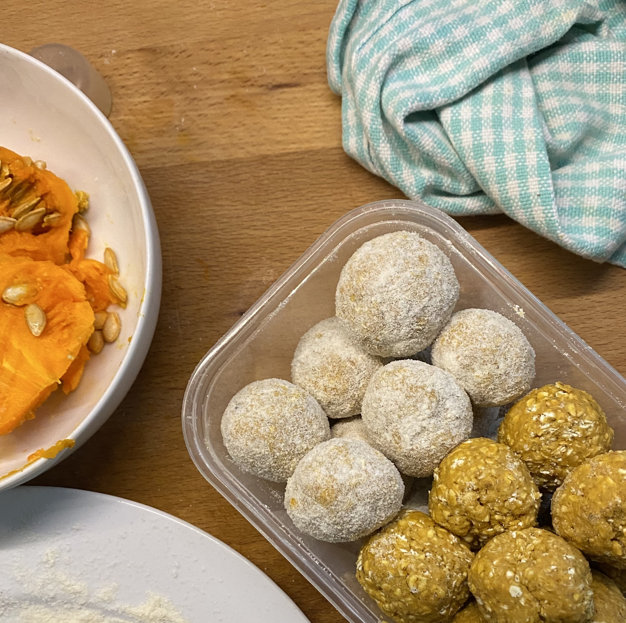 5-Ingredient Pumpkin Spice Energy Balls