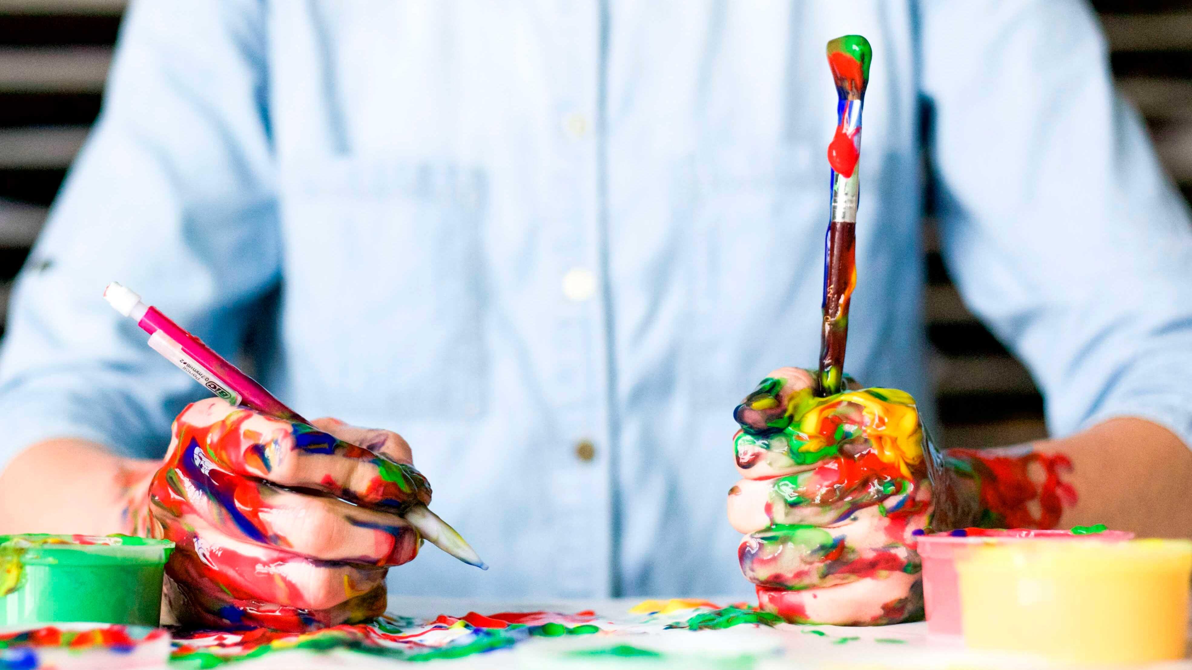 Por que a criatividade e a inovação precisam andar juntas? - Homem pintando