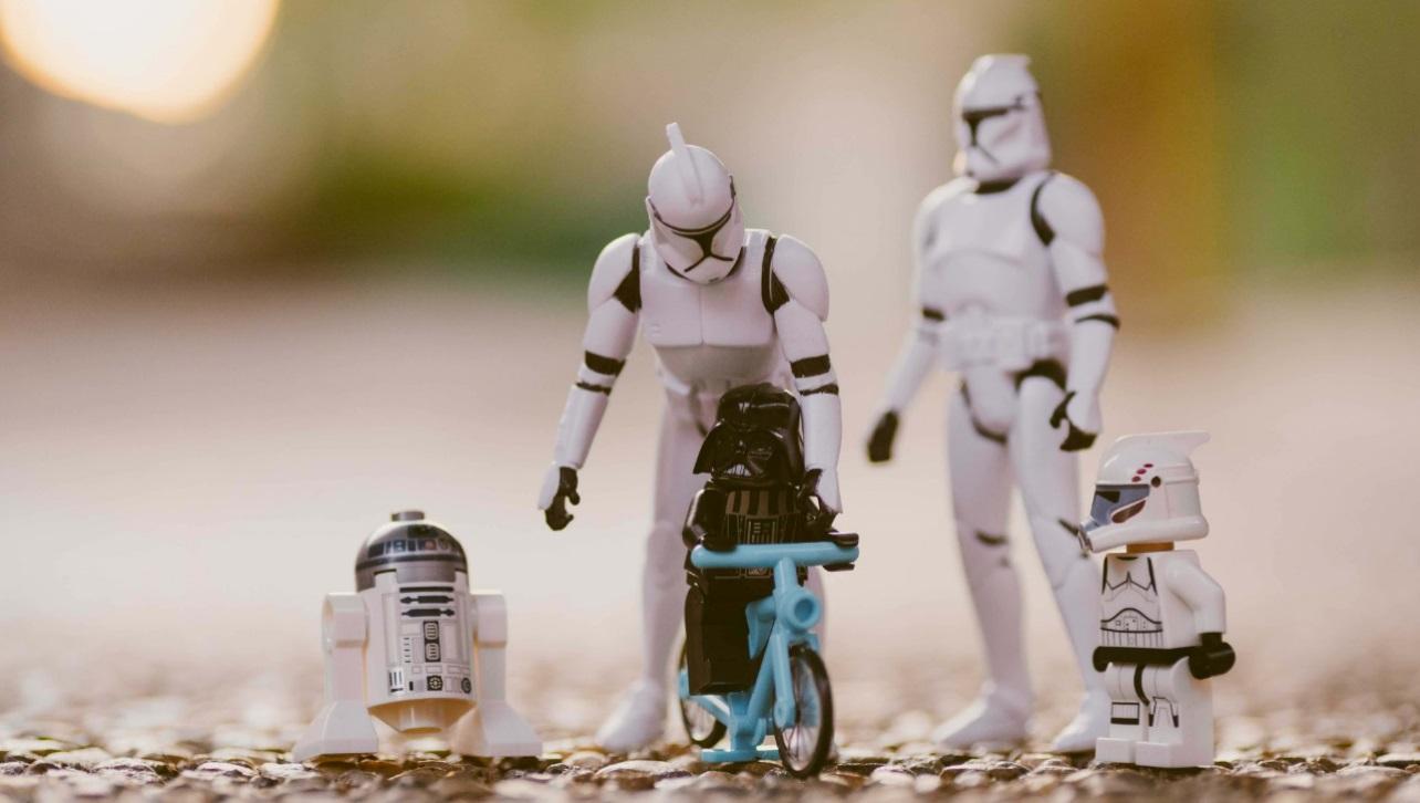 Como educar os filhos - Realmente existe uma fórmula certa para isso: Darth Vader aprendendo a andar de bicicleta