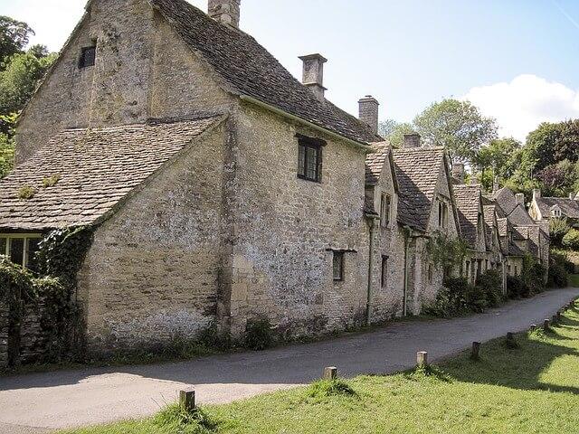 Jo Aldridge Property Finder in The Cotswolds
