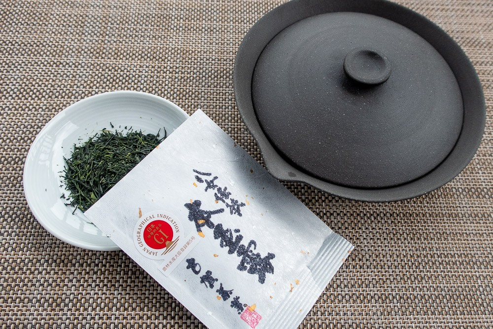Award winning Grade AA Gyokuro and a flat Teapot