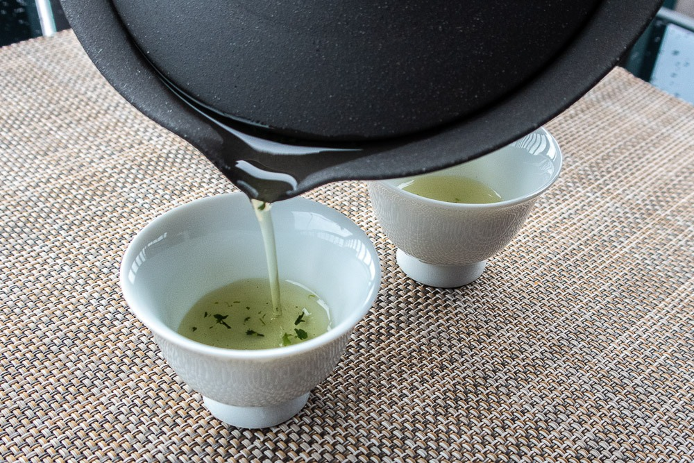 Pouring our Gyokuro into the cups