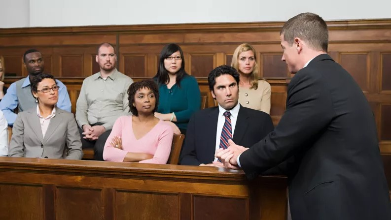 Severity of crime increases jury's belief in guilt.