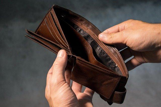Drops in income harm the brain