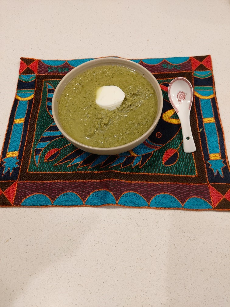 Thick chicken and spinach soup