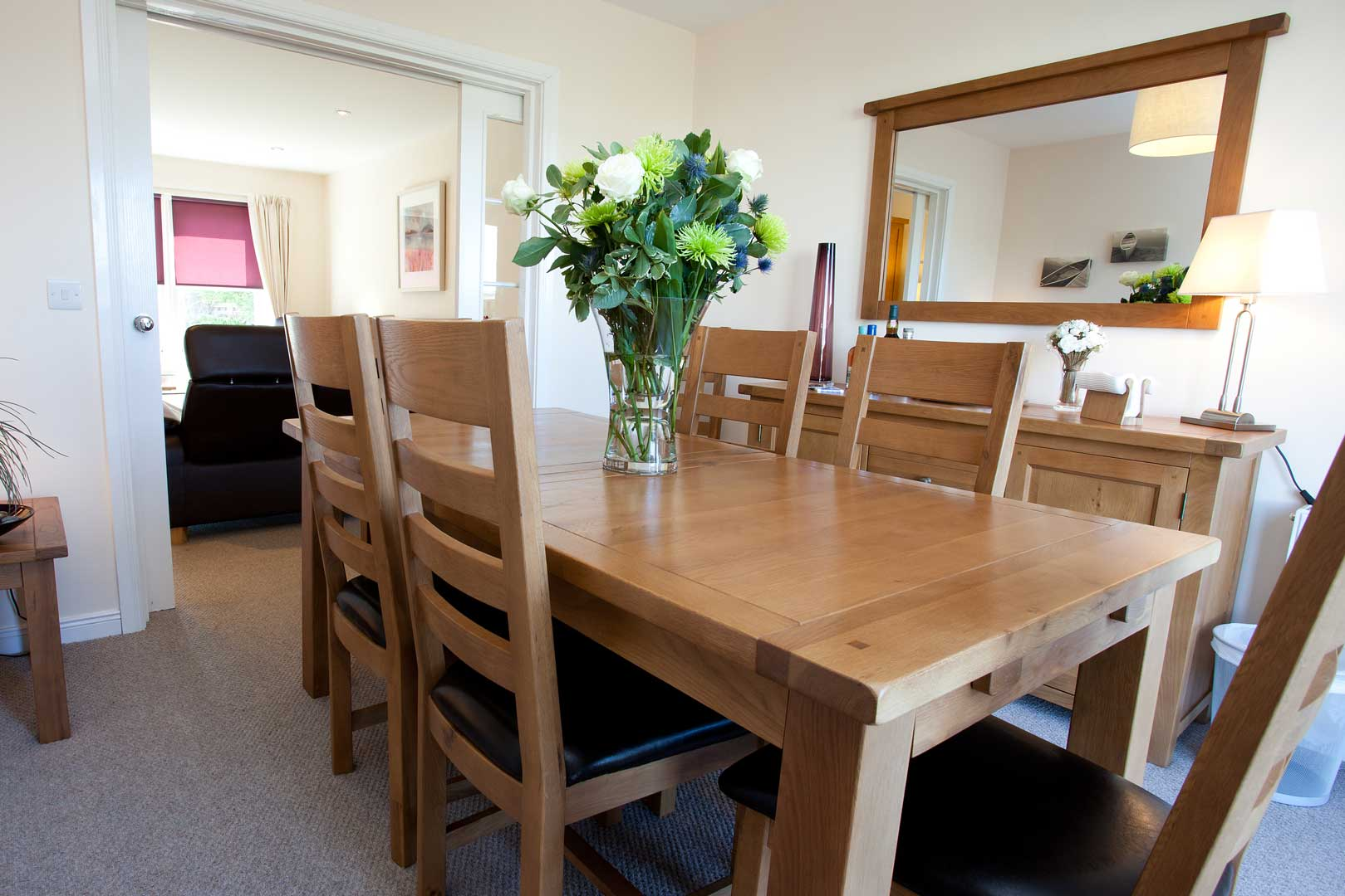 Islay holiday cottages: fully equipped dining room