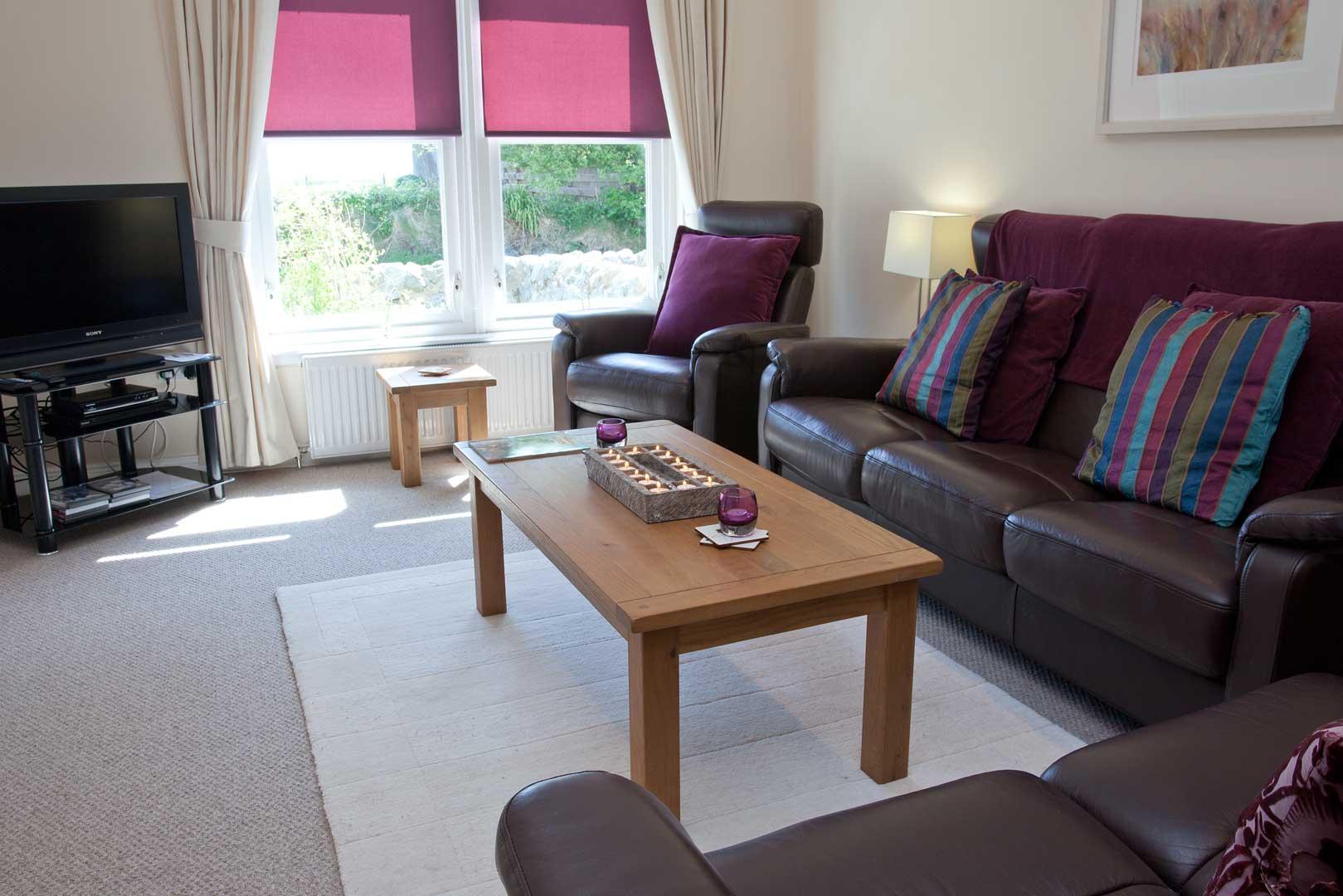 Sanaigmore cottage: living room