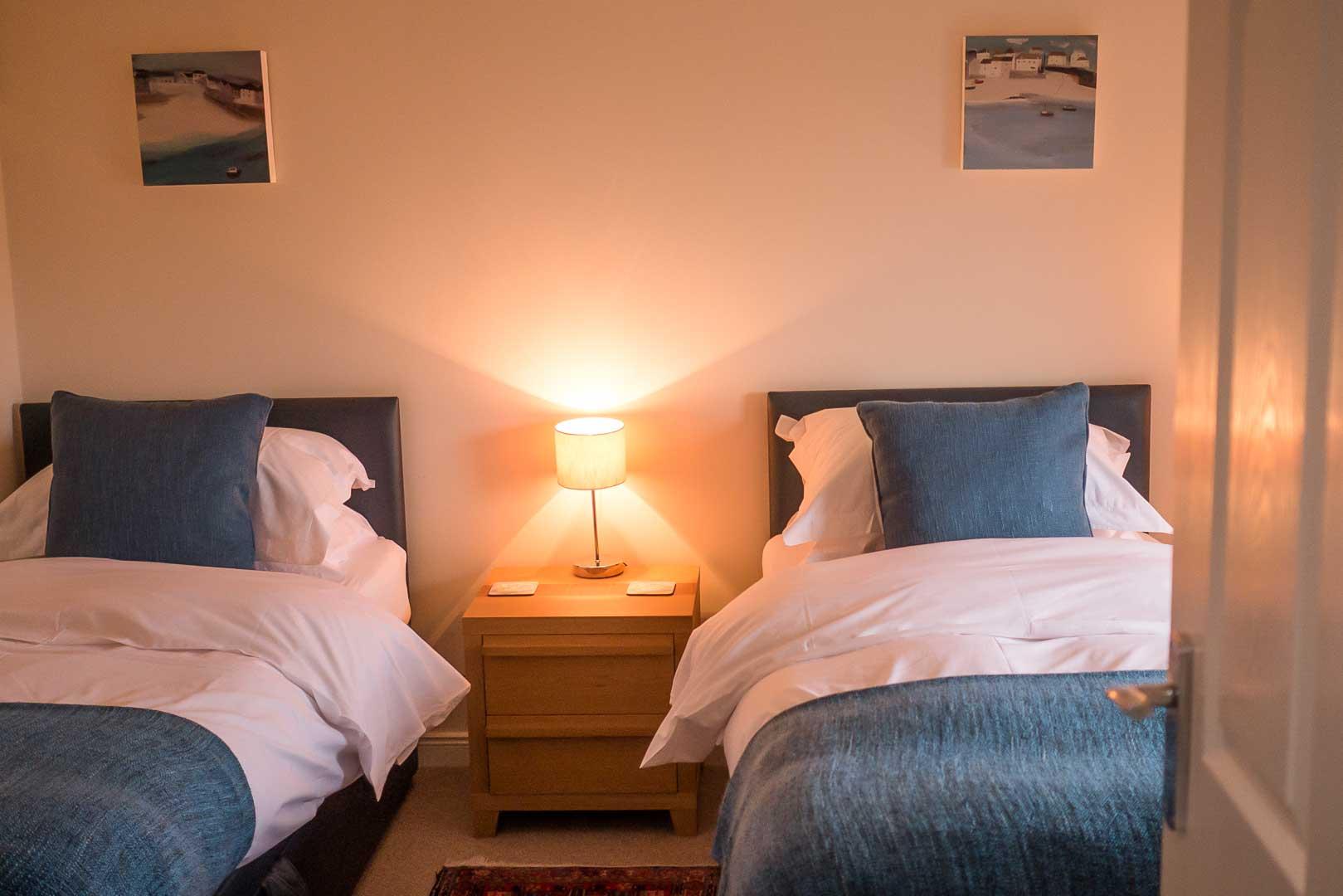 Sanaigmore cottage: the twin room