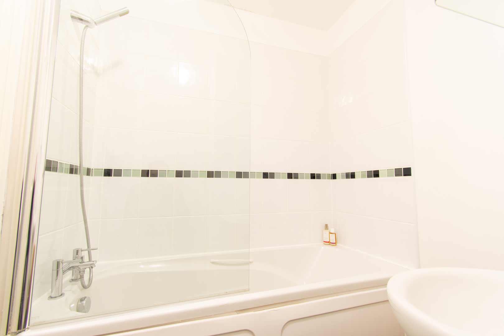 Kilchoman apartment: bathroom