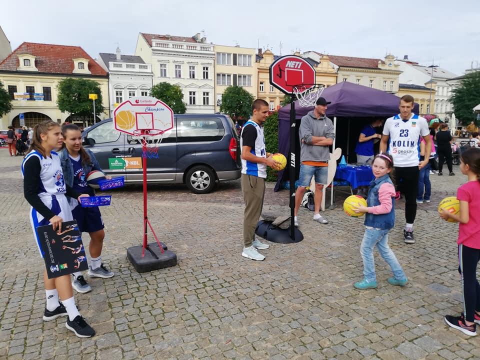 Kolínští basketbalisté na Karlově náměstí