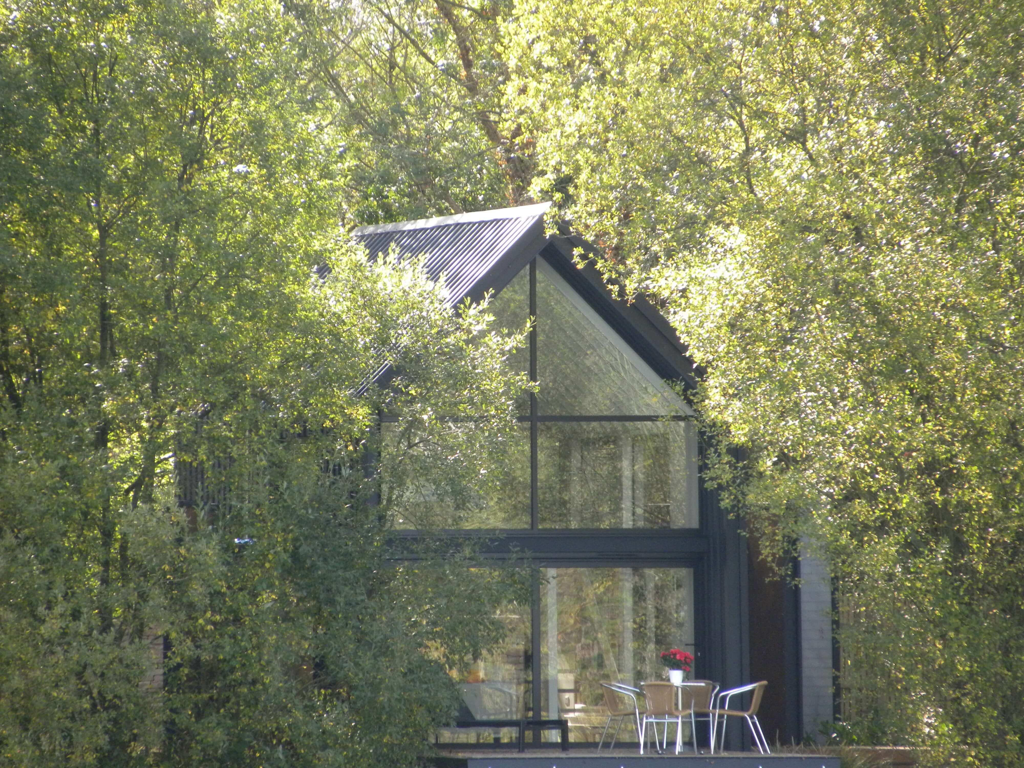 The Waterlilly Lodge - Little Horseshoe Lake Contemporary Fishing Lodges