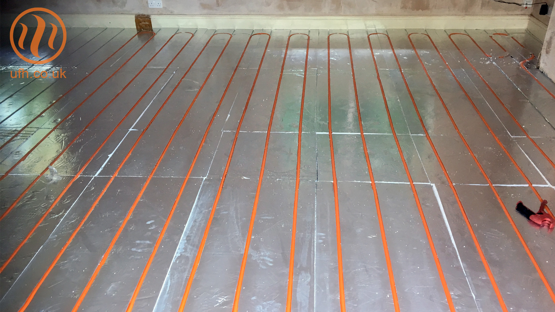 AluPlas™ SlimFix™ floating floor underfloor heating installation