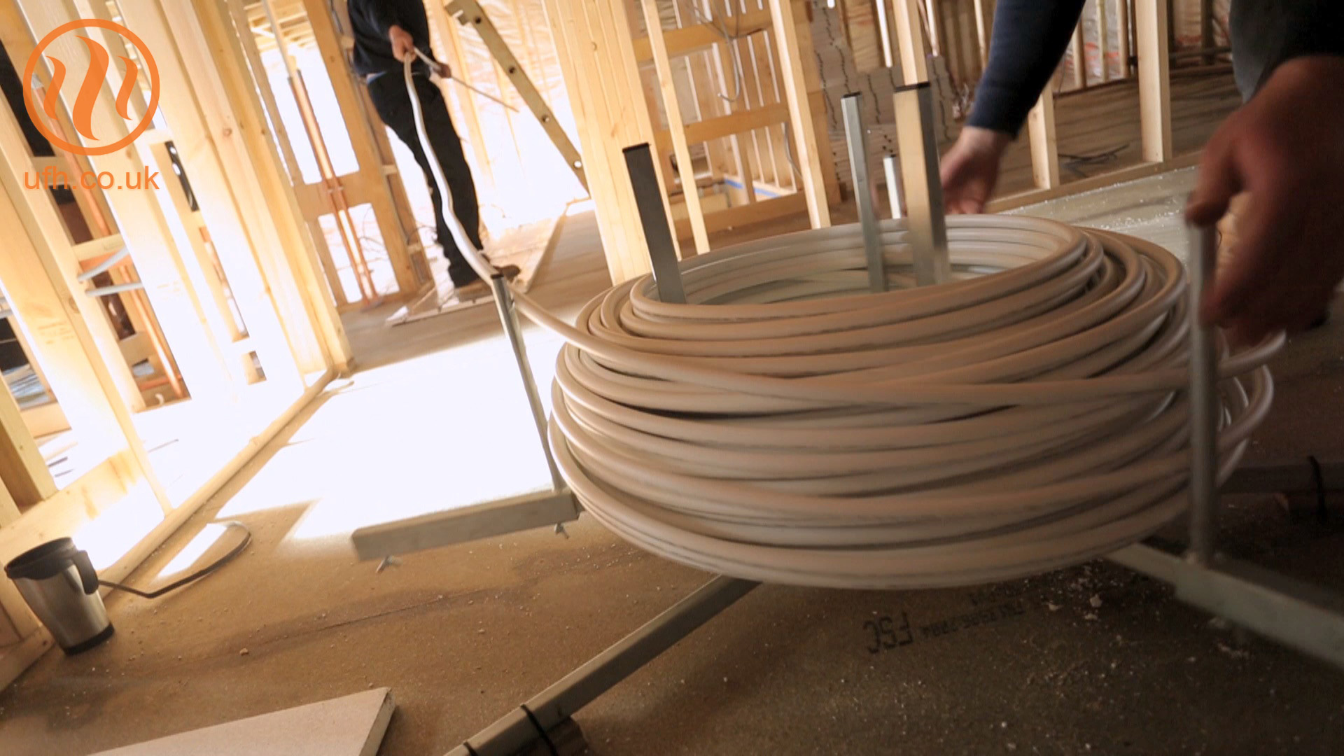 How to use an underfloor heating pipe decoiler