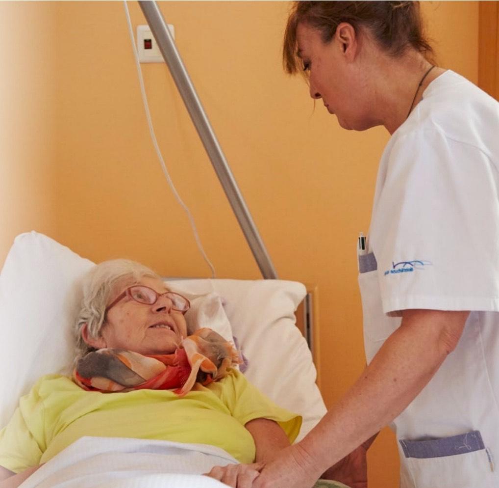 """""""Würde in der Pflege. Das Glück besteht im Austausch mit dem anderen Menschen."""""""