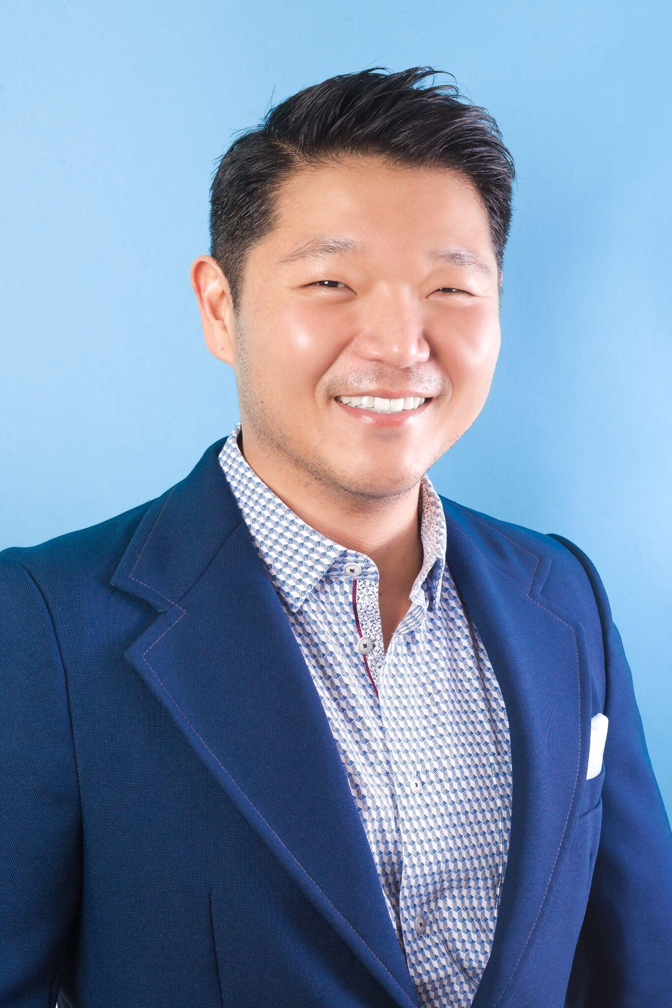 Bio Photo of Ozzy Kim Owner of Ozzy K Designs (ozzykdesigns), a premier, award winning interior design agency in Las Vegas Nevada