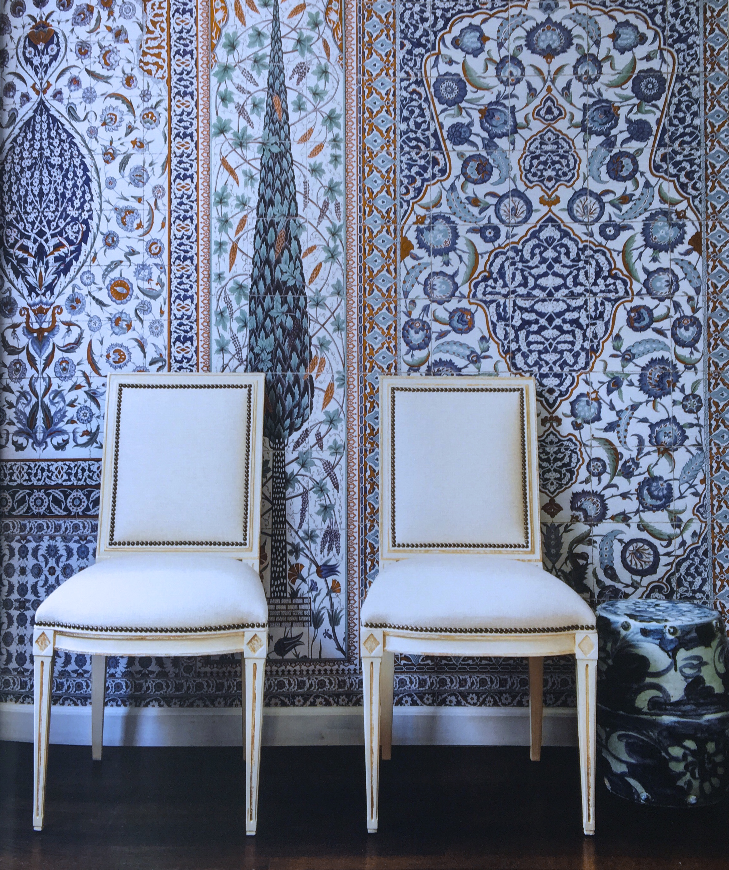 Another beautiful photo of the Pacific Palisades dining room by Mark D. Sikes featuring Iksel's custom Iznik paper. Photo originally printed in Mark's book, ...