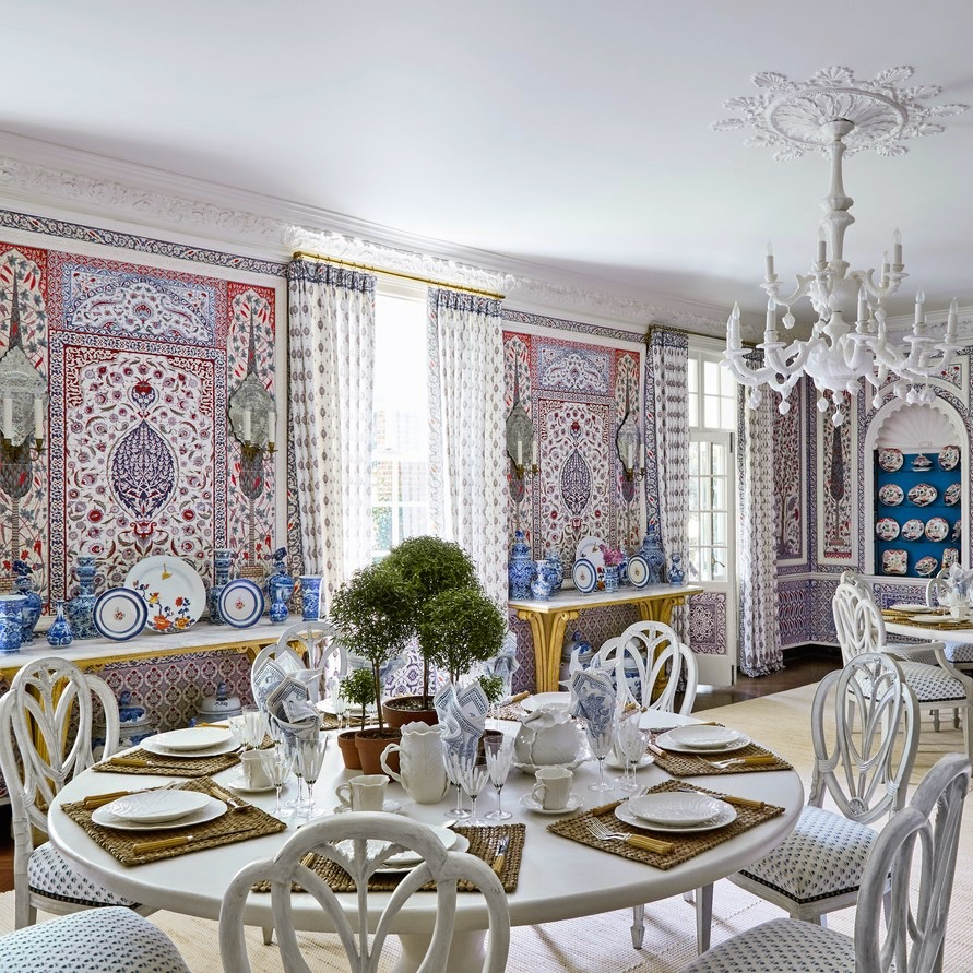 Tory Burch's dining room at her home in the Hamptons. Designed by Daniel Romualdez. Photo via Architectural Digest.
