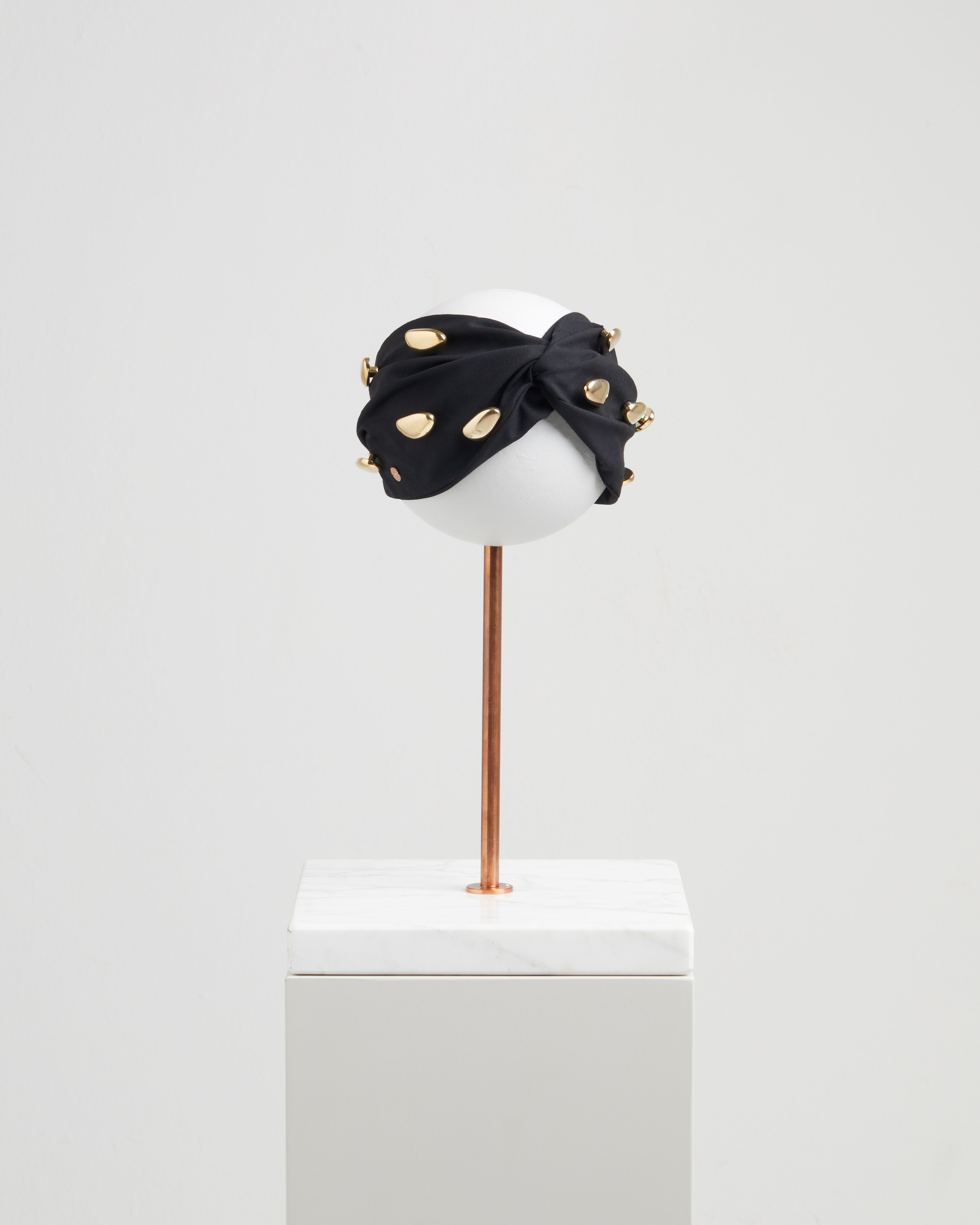 LEDA HEADBAND BLACK & GOLD DETAILS