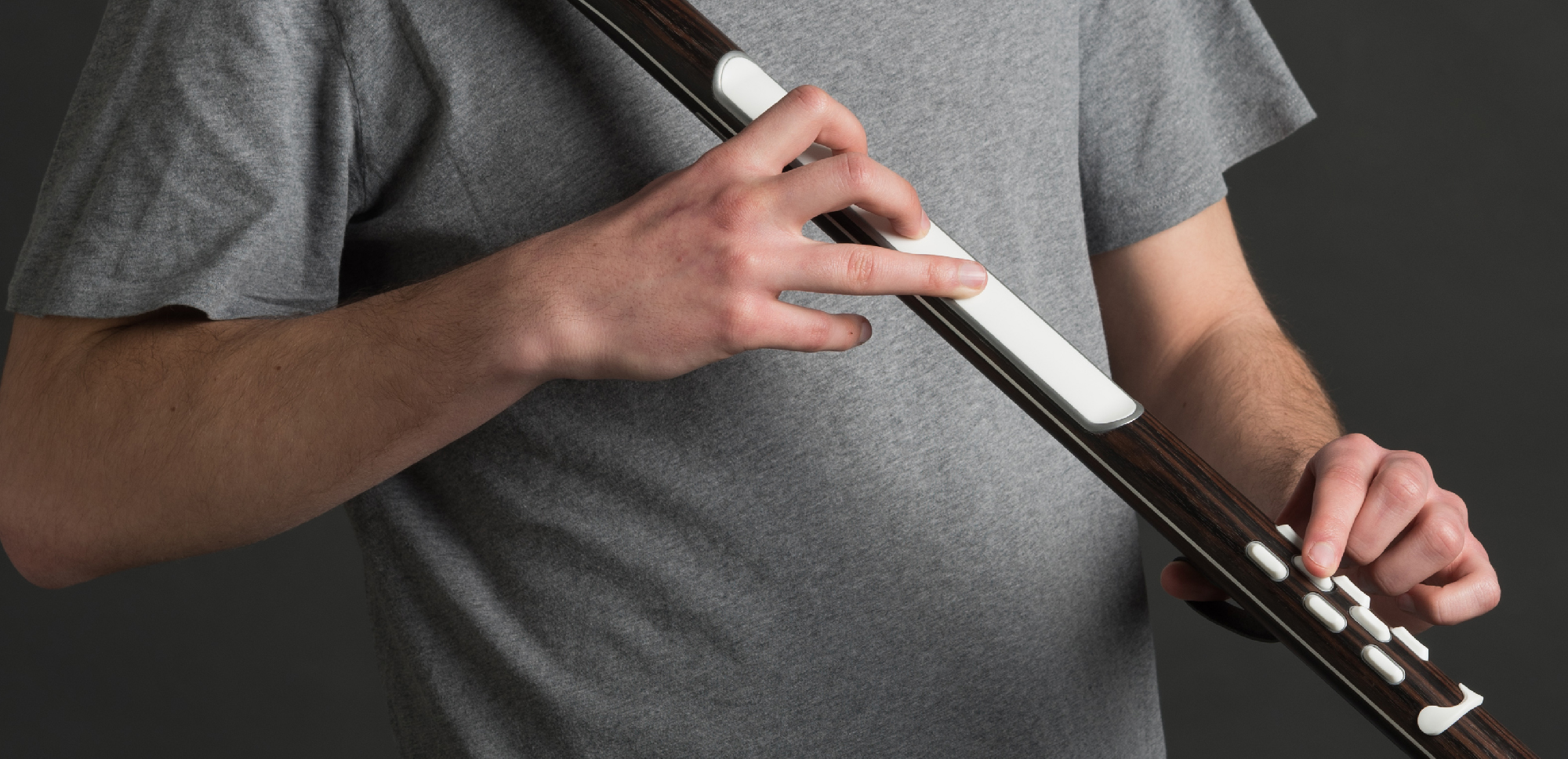 A tactile instrument for a gestural control of electronic sounds