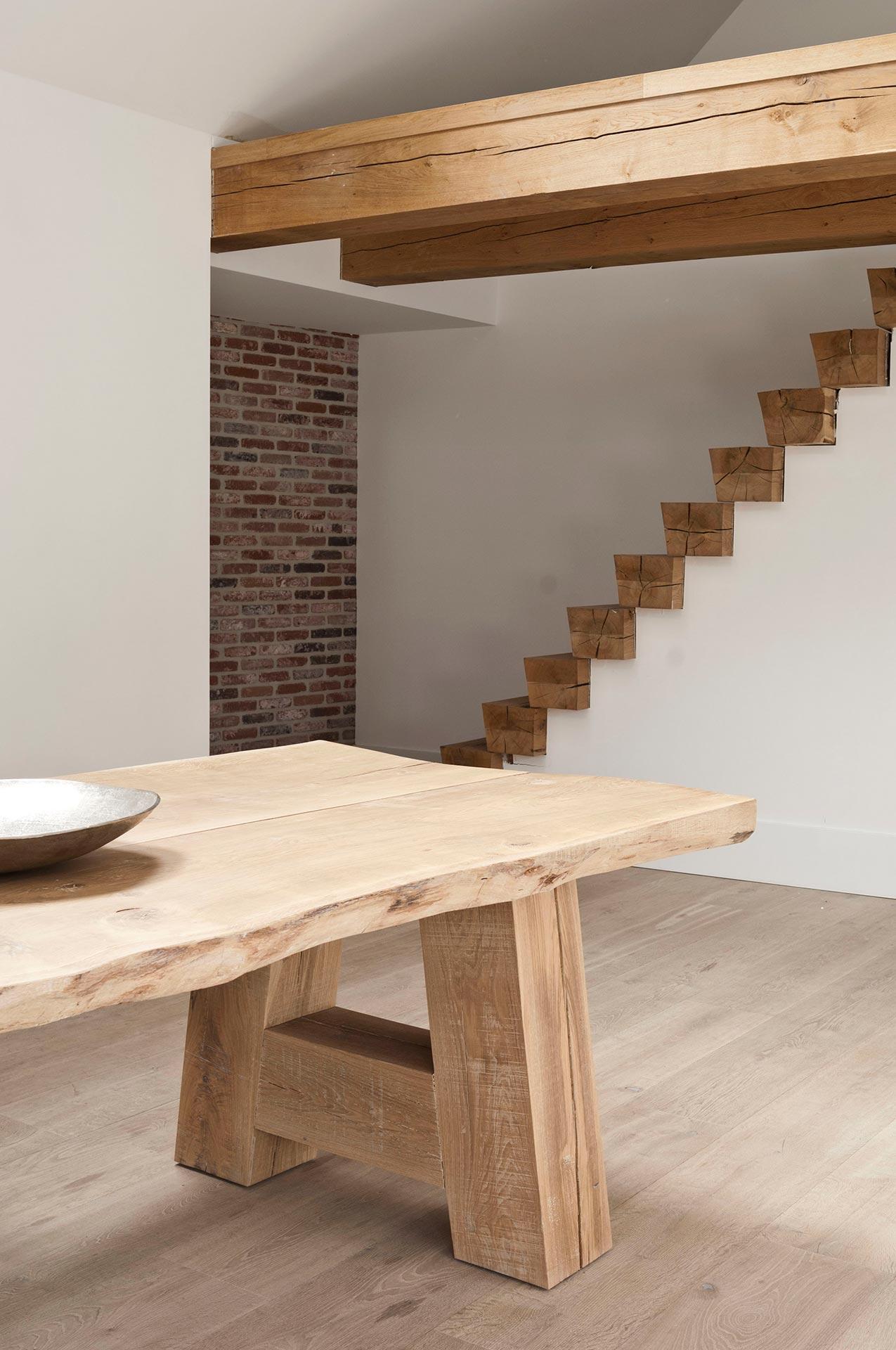 Massief houten tafel