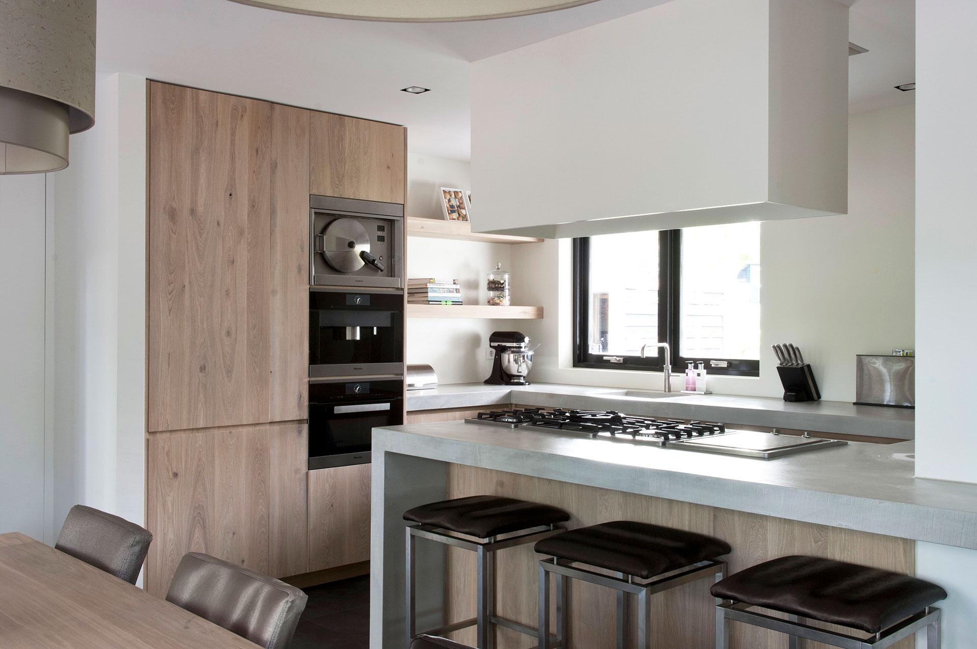 Keuken Wandkast 5 : Strakke houten keuken