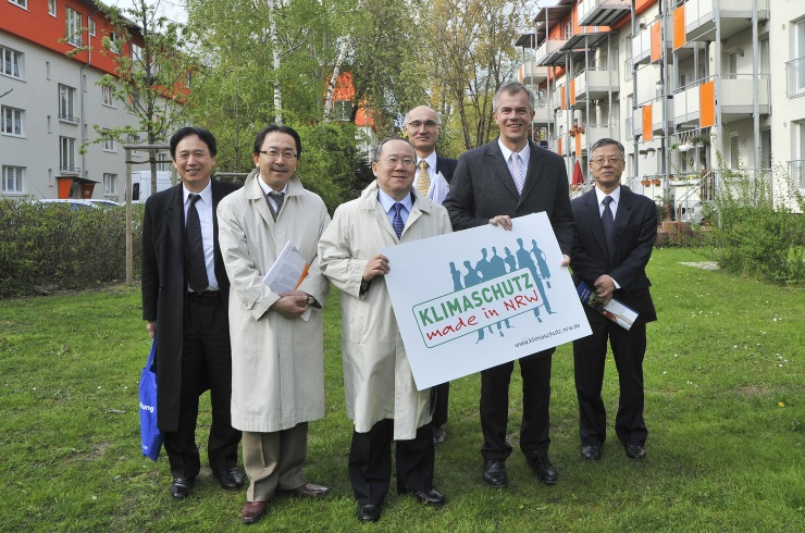Japanische Delegation besichtigt Fordsiedlung in Köln-Niehl