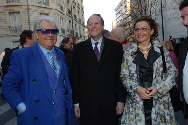 """Michou et Philippe Goujon, Maire du 15e arrdt, Gaëlle Villien """"Marraine de la Remise de la bouteille d'or 2009"""" Photo Thierry Gougenot 2010"""